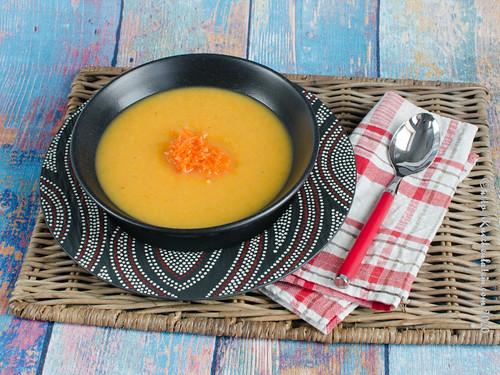 Birnen-Möhrensuppe mit fermentierten Rosmarinkarotten