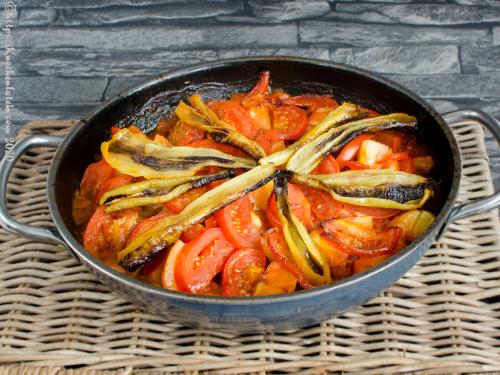 Frikadellen mit Tomaten - Salçali Köfte