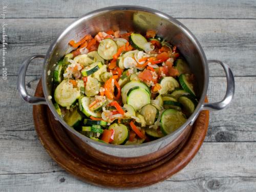 Zucchini mit Bulgur in Olivenöl