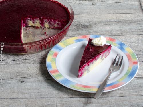 Kuchen mit Brombeeren getränkt
