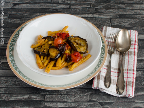 Baked aubergine pasta with tomatoes