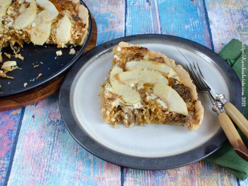 Quiche mit Apfel, Curtido und Holsteiner Leberwurst