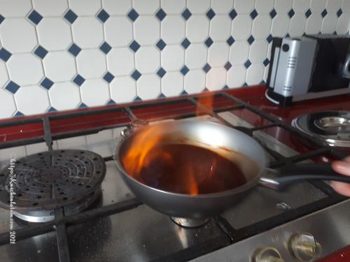 Metaxa-Sauce flambieren